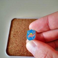 Pins de colección: INSIGNIA CLUB DE FUTBOL SIN IDENTIFICAR PIN FABRICADO POR LLESUY LEER DESCRIPCION. Lote 275882013