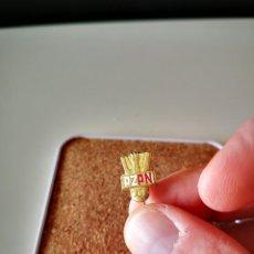 Pins de coleção: ANTIGUA INSIGNIA ESMALTADA FEDERACION DE FUTBOL POLONIA PIN DE AGUJA BADGE. Lote 276263518