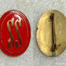 Pins de colección: 634.PIN INSIGNIA SERVICIOS SOCIALES ROJO (EPOCA FRANQUISTA). Lote 276606448
