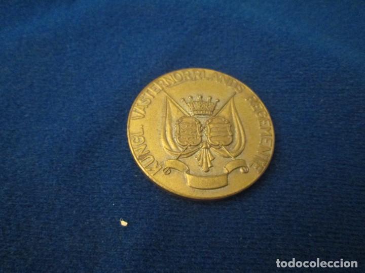 SUECIA EMBLEMA DEL REGIMIENTO DEL REY (Coleccionismo - Pins)