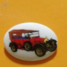 Pins de colección: PIN COCHE ANTIGUO DE PASTA. Lote 277203618