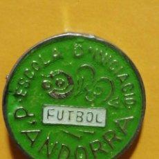 Pins de colección: PIN ESCUELA INICIACIÓN DE FUTBOL ANDORRA. Lote 277203643