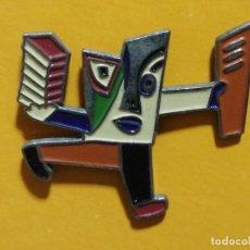 Pins de colección: PIN DISEÑADO POR MARISCAL CÍRCULO DE LECTORES. Lote 277203653