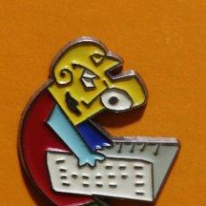 Pins de colección: PIN DISEÑADO POR MARISCAL CÍRCULO DE LECTORES. Lote 277203663