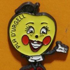 Pins de colección: PIN PLA D URGELL LLEIDA TURISMO. Lote 277204163