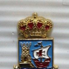 Pins de colección: PIN ESCUDO COMILLAS. Lote 280129638