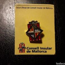 Pins de colección: PIN HERÁLDICO ESCUDO CONSELL INSULAR DE MALLORCA (ISLAS BALEARES/ ILLES BALEARS) PEDIDO MÍNIMO 3€. Lote 288749488