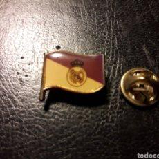 Pins de colección: PIN BANDERA Y ESCUDO DEL REAL MADRID. DEPORTES. FÚTBOL PEDIDO MÍNIMO 3 €. Lote 288857063
