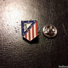 Pins de colección: PIN ESCUDO AT ATLÉTICO DE MADRID. DEPORTES. FÚTBOL. PEDIDO MÍNIMO 3 €. Lote 288857273
