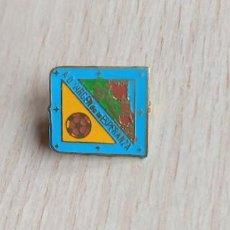 Pins de colección: PIN ALFILER FÚTBOL VIRGEN DE LA ESPERANZA. Lote 293891928