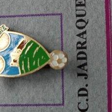 Pins de colección: PIN ALFILER FÚTBOL JADRAQUE. Lote 293893043