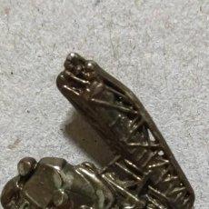 Pins de colección: PIN CAMION GRUA. Lote 294980818