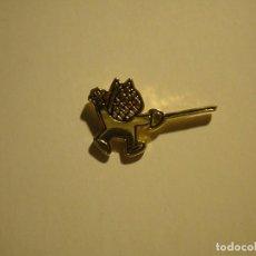 Pins de colección: PIN - COBY, ESGRIMA.. Lote 294989608