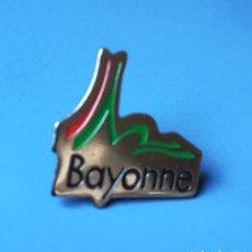Pins de colección: PIN BAYONNE. BAIONA. BAYONA. IPARRALDE. EUSKAL HERRIA.. Lote 294994388