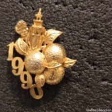 Pins de colección: INSIGNIA FALLAS 1990. Lote 296913923
