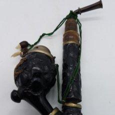 Pipas de fumar: PRECIOSA PIPA BRUYERE PARA FUMAR ANTIGUA EN MADERA Y METAL CON APLICACIÓN EN MOTIVO DE PAVO REAL.. Lote 80805415