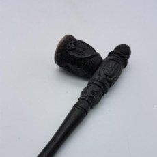Pipas de fumar: PIPA ANTIGUA HINDÚ EN MADERA TALLADA A MANO CON MOTIVOS ORIENTALES EN RELIEVES.. Lote 86530180