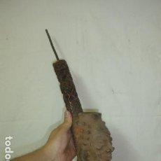 Pipas de fumar: ANTIGUA Y RARA GRAN PIPA AFRICANA DE TERRACOTA Y HUESO TRABAJADO, ORIGINAL, DE CAMERUN. AFRICA.. Lote 166641750