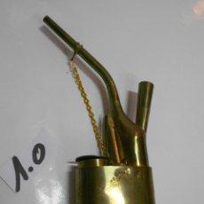 Pipas de fumar: ANTIGUA PIPA DE FUMAR DE METAL CON GRABADOS Y ACCESORIOS VARIOS EN BUEN ESTADO. Lote 214508397
