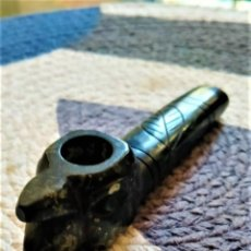 Pipas de fumar: PIPA TALLADA EN PIEDRA NEGRA CON FIGURA DE CONDOR - HECHA EN PERÚ. Lote 257856105
