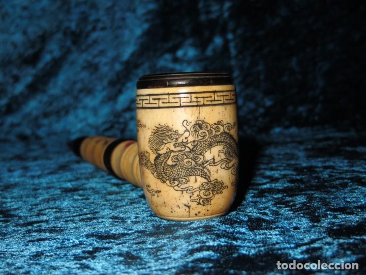 Pipas de fumar: Antigua pipa opio china Asia oriental hueso madera grabados dragón símbolos - Foto 31 - 258246445