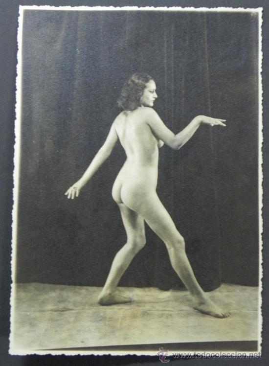 ANTIGUA FOTOGRAFIA DESNUDO DE MUJER, EROTICA, MIDE 23,5 X 17,5 CMS. INCLUIDO EL PASPARTOUT. (Coleccionismo para Adultos - Postales Temáticas - Eróticas y Pin Ups)