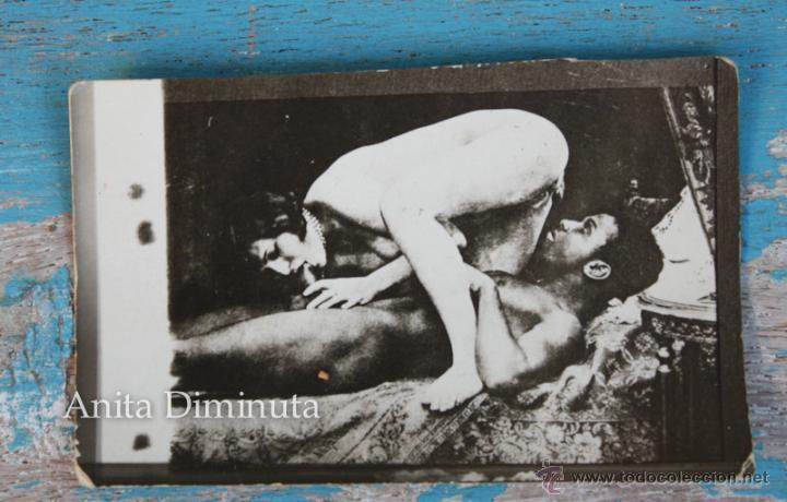 ANTIGUA CURIOSA Y DIFICIL DE ENCONTRAR FOTOGRAFIA PORNO EROTICA - AÑOS 20 - ORIGINAL - 7 X 4,5 CM - (Coleccionismo para Adultos - Postales Temáticas - Eróticas y Pin Ups)