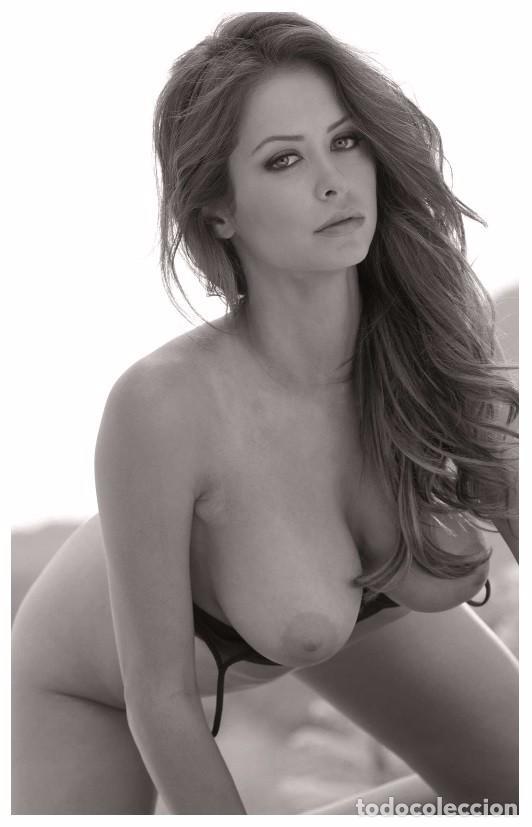 Topless Brunette Babe Urlgalleries 1