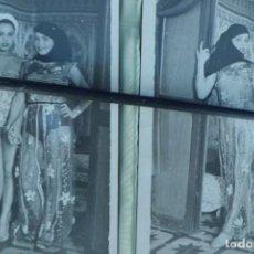 Postales: 2 FOTOS ORIGINALES DE PROSTITUTAS ARABES EN BURDEL. Lote 195538377