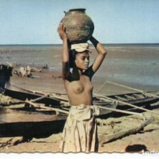 Postales: DESNUDO-JOVEN CON RECIPIENTE DE BARRO-SUR DE MADAGASCAR. Lote 234514315