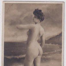 Postales: FOTOGRAFÍA TAMAÑO POSTAL, DESNUDO FEMENINO CON FONDO DE MAR.. Lote 235996285