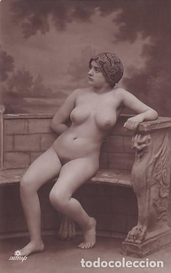 TARJETA POSTAL FOTOGRÁFICA. REVERSO ESPAÑOL. MUJER DESNUDA SENTADA. SIN CIRCULAR. (Coleccionismo para Adultos - Postales Temáticas - Eróticas y Pin Ups)
