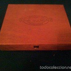 Cajas de Puros: ANTIGUA CAJA DE PUROS 25 FAMA PLATA - DE MADERA - CIGARCANARIA - MIDE 23,2X19X4 CM. Lote 55321237
