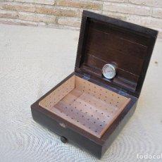Cajas de Puros: CAJA ANTIGUA EN MADERA ESPECIAL PARA CIGARROS PUROS, CON HUMIFICADOR.. Lote 85858480