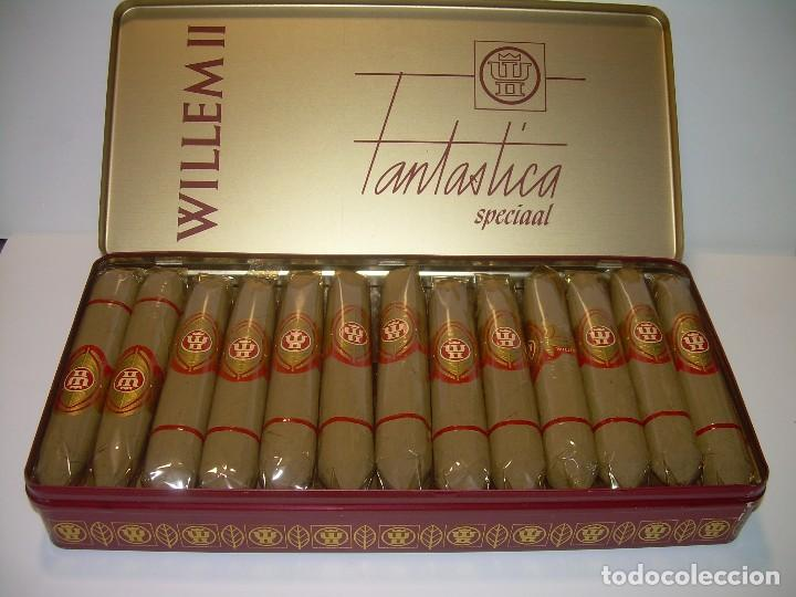 CAJA METALICA LITOGRAFIADA LLENA CON DE 25 PUROS..WILLEM II. (Coleccionismo - Objetos para Fumar - Cajas de Puros)