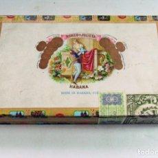 Cajas de Puros: ANTIGUA CAJA PUROS ROMEO Y JULIETA. 25 CORONITAS EN CEDRO. SELLO ESCUDO FRANQUISTA. HABANA. CUBA. Lote 90894785