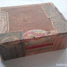 Cajas de Puros: EL REY DEL MUNDO ANTIGUA CAJA DE PUROS HABANOS ÉPOCA REPÚBLICA ESPAÑOLA. Lote 108884607