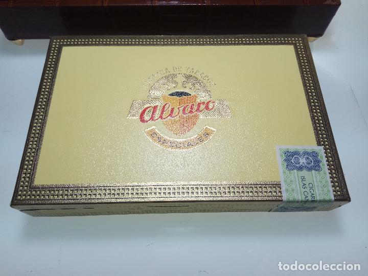 Cajas de Puros: GRAN LOTE COMPUESTO POR DOS CAJAS DE PUROS ALVARO CERRADOS, 25 SALUDOS + 25 DON ALVAROS Y MUCHO MAS - Foto 3 - 109895443