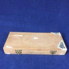 Cajas de Puros: ANTIGUA CAJA DE PUROS MADERA FÁBRICA DE TABACO ROMUALDO RODRÍGUEZ S XX. Lote 126011643
