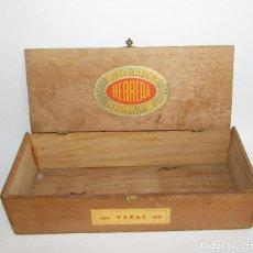 Cajas de Puros: FABRICA DE TABACOS HERRERA Y CIA - 100 YARAS - CAJA DE MADERA ANTIGUA. Lote 133658406
