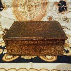 Cajas de Puros: CAJA CUERO REPUJADO AÑO 1954. Lote 142441942