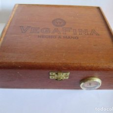 Cajas de Puros: CAJA DE PUROS VEGA FINA REPUBLICA DOMINICANA + 15 PUROS VARIADOS Y UTENSILIOS. Lote 144618030
