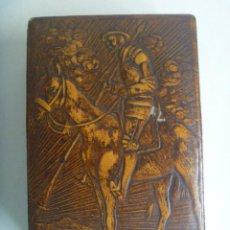 Cajas de Puros: MUY ANTIGUA CAJA PARA CIGARRILLOS Y PUROS, MADERA FORRADA DE CUERO REPUJADO: D. QUIJOTE DE LA MANCHA. Lote 150495914