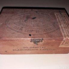 Cajas de Puros: ANTIGUA CAJA DE PUROS 50 DAMITAS - COLÓN FABRICA DE TABACO DE ISIDRO ROJAS. Lote 155517784