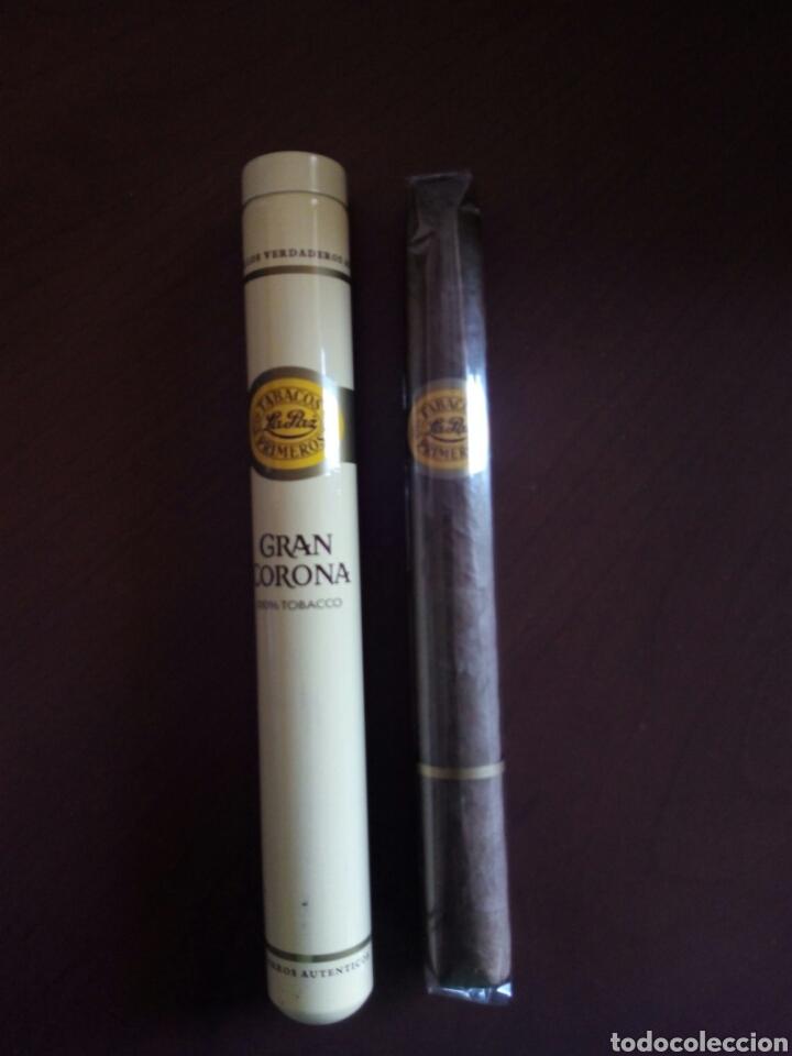 PURO GRAN CORONA CON SU FUNDA DE ALUMINIO (Coleccionismo - Objetos para Fumar - Cajas de Puros)
