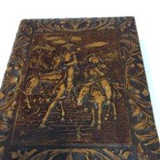 Cajas de Puros: CAJA DE PUROS Y CIGARROS DE CUERO REPUJADO CON ESCENA DE D. QUIJOTE. Lote 168760436