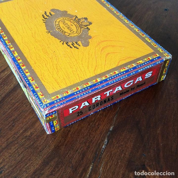 CAJA DE PUROS VACÍA - PARTAGAS 25 CORONAS- HECHO EN CUBA HAVANA (Coleccionismo - Objetos para Fumar - Cajas de Puros)