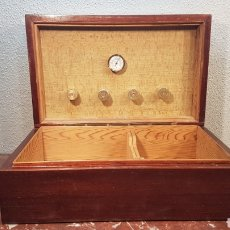 Cajas de Puros: CAJA DE MADERA DE CEDRO PARA PUROS HUMIDOR CON HIDROMETRO. SEGUNDA MITAD DEL SIGLO XX.. Lote 174428138