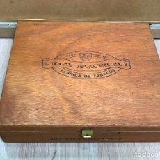 Cajas de Puros: CAJA DE MADERA VACIA, DE PUROS LA FAMA. CORONAS.. Lote 175248004