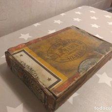 Cajas de Puros: ESPECTACULAR ANTIGUA CAJA DE PUROS LA MARCA DE V. GONZALEZ CON SUS CORRESPONDIENTES SELLOS. Lote 176777037